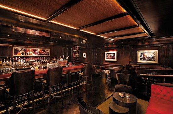 The Bar at The Peninsula Hong Kong: Interior design at The Bar