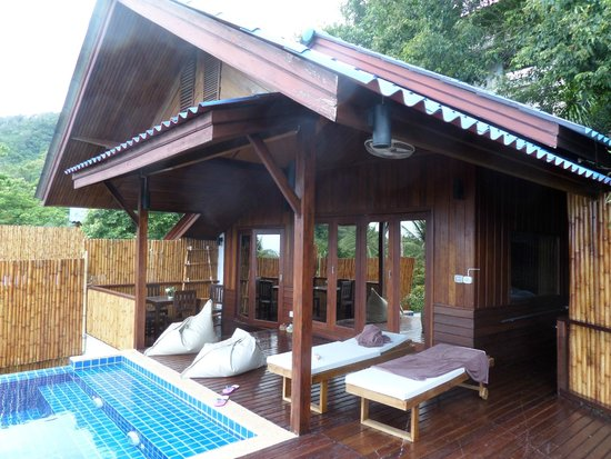 The Place Luxury Boutique Villas : View from the outside, all folding doors so great view at all times.