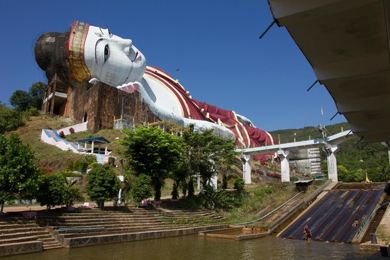 Mawlamyine, Myanmar: Win Sein Taw Ya - Reclining Buddha with water sled