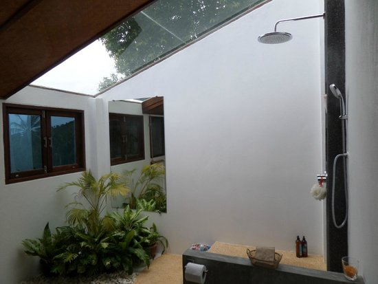 The Place Luxury Boutique Villas : Awesome shower skylight combo thing