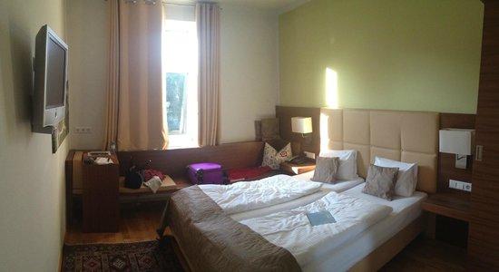 Hotel Jedermann: Room 202