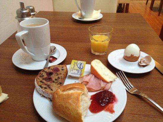 Hotel Jedermann: breakfast