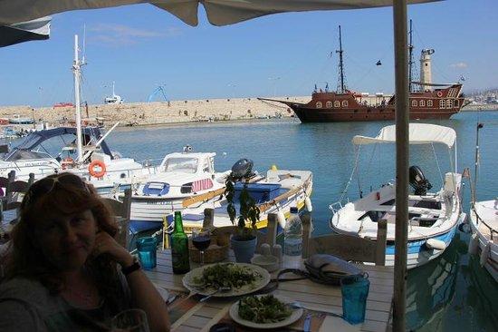 Zefyros Family Fish Taverna: Ресторан