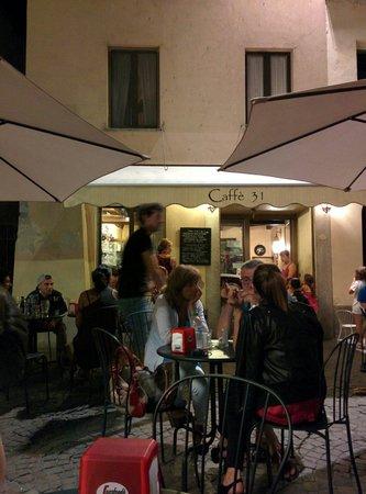 Caffe 31 : Tavoli esterni