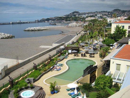 Porto Santa Maria Hotel: View from the 3rd floor terrace of hotel pool & gardens plus view towards marina