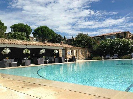 La piscine et son restaurant picture of hotel les bories for Hotels gordes