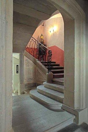 La Maison sur la Sorgue : escalier