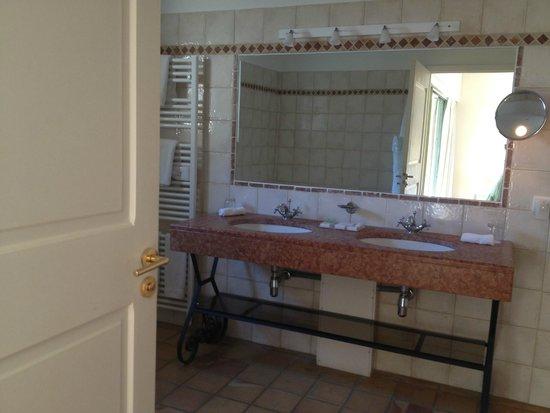 Hotel Les Bories & Spa : la salle de bain, vasque