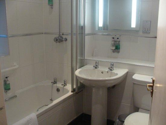 The Lodge Lancaster: Salle de bains