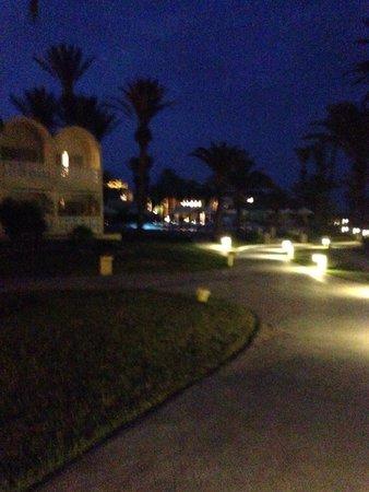 Hotel Marhaba Club: Hotel via evening