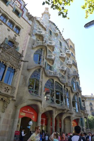 Spanish Trails Day Tours and Events : Casa Batlo
