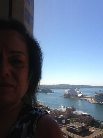 Shangri-La Hotel Sydney : Easterly room, view the Sydney Opera House. Great room if you'd enjoy early morning sun