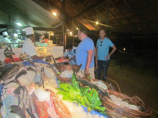 Seafood Cove : choice of food.