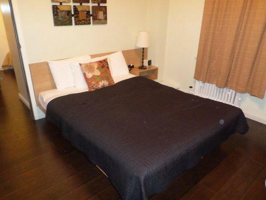 Touchstone Hotel - City Center: Zimmer 2 vom Familienzimmer