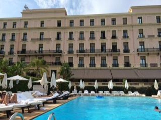 Hotel Royal-Riviera: Hotel and Pool
