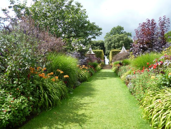 Hidcote Manor Garden: the red borders