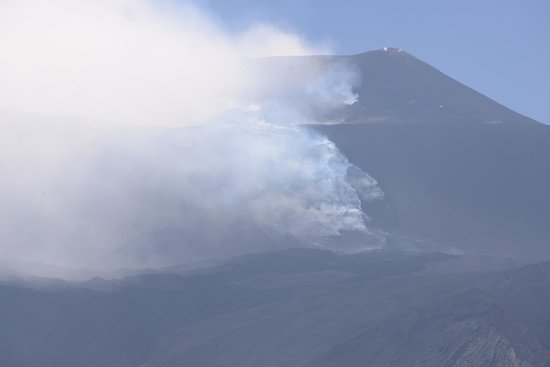 Monte Etna : smoking lava coming down from the crater of the Enta