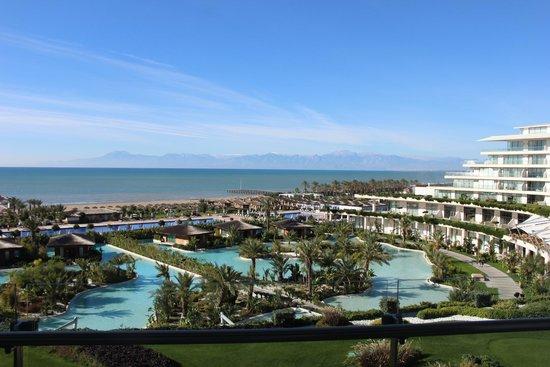 Maxx Royal Belek Golf Resort: Вид на территорию. Декабрь.