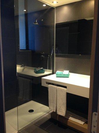 AC Hotel Palau de Bellavista: salle de bains
