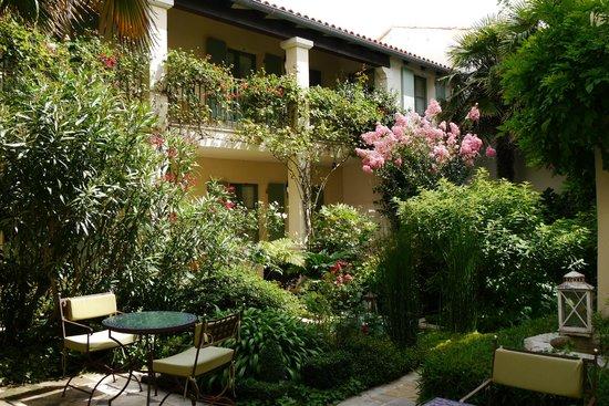 Hotel de Toiras : patio vue depuis la salle à manger