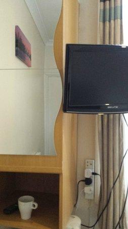 Royal London Hotel: TV
