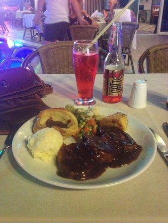 Club Alpina Apartments Hotel: Lovely Sunday roast!