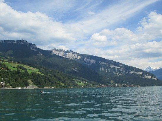 Thunersee: les montagnes bordant le lac