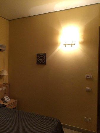 Yacht Marina Hotel: Room