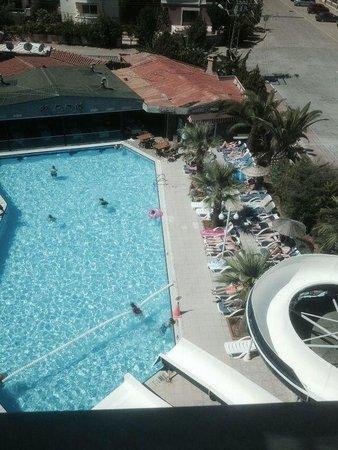 Club Alpina Apartments Hotel: Pool & slides