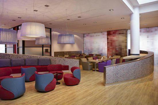 IntercityHotel Berlin Hauptbahnhof: Bistro Lounge