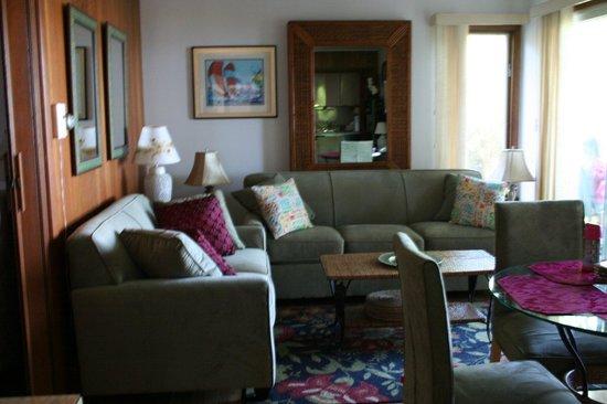 Dering Harbor Inn: Living Area of Suite 217