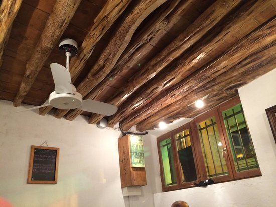 U Castille: Particolare soffitto di una delle sale da pranzo.