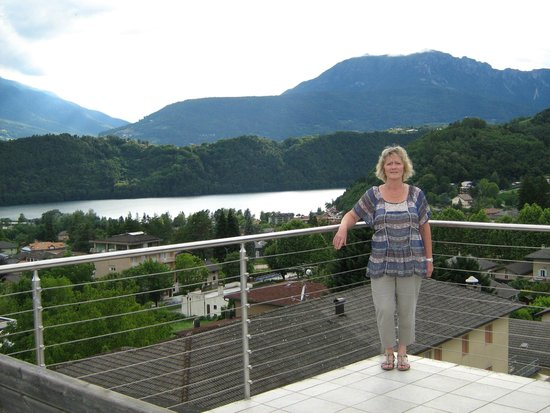 Sport&Wellness Hotel Cristallo : View from Cristallo rooftop of lake & mountains