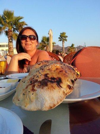 La Villa Restaurant: large bread with dips very tasty