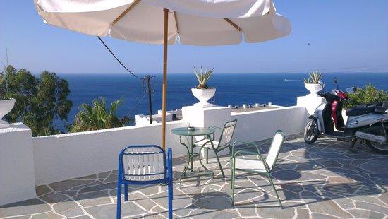Pelagos Hotel - Apartments: vista dalla terazza di sopra...
