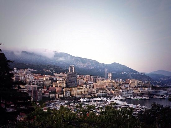 Vieux Monaco : View half way