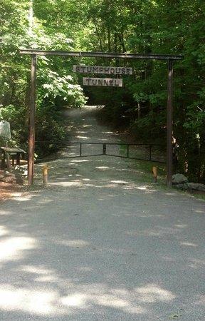 Stumphouse Mountain Tunnel: Trail head.