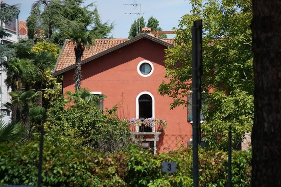 Villa Casanova : The hotel from some distance