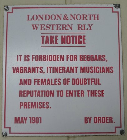 Buckinghamshire Railway Centre: Notice on the gents
