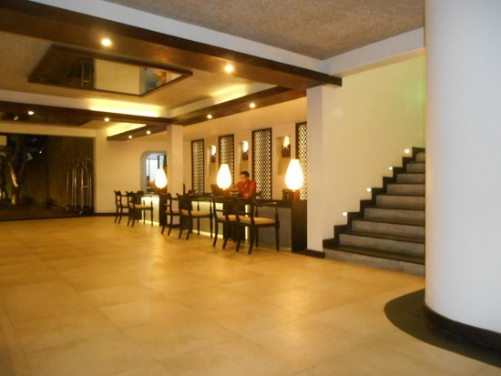 AVANI Kalutara Resort : Lobby at Night