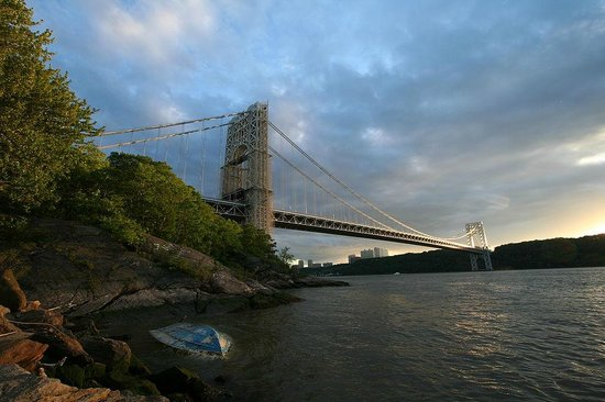 George Washington Bridge: The Bridge from the New York side at the dusk