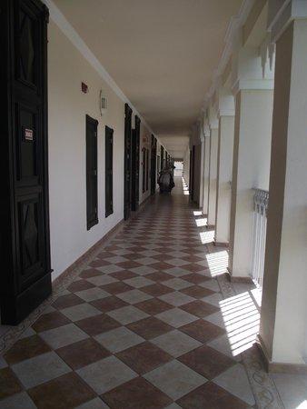 Hotel Riu Palace Punta Cana: pasillo hacia las habitaciones