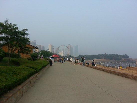 Xinghai Park: Набережная Синхай Парка