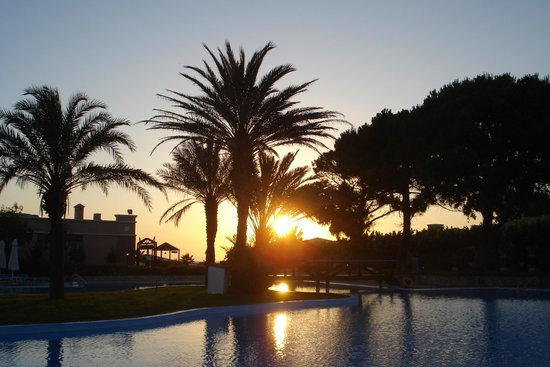Aldemar Olympian Village: Tramonto in piscina