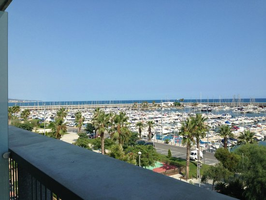 Hotel Atenea Port Barcelona Mataro : vue de la chambre sur la mer