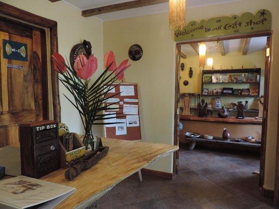 Karama Lodge & Spa : Рисепшен и вход в сувенирный магазин