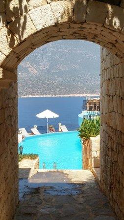 Deniz Feneri Lighthouse: View of the pool