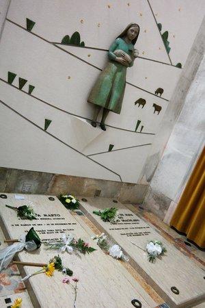 Basilica de Nossa Senhora de Fatima: Francisco, Jacinta and Lucias Tombs
