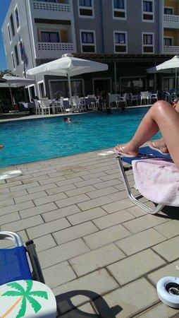 Damon Hotel Apartments: Lovely pool