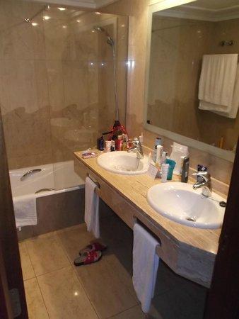 Inturotel Sa Marina: Badezimmer